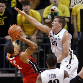Oregon's E.J. Singler reaches for the block