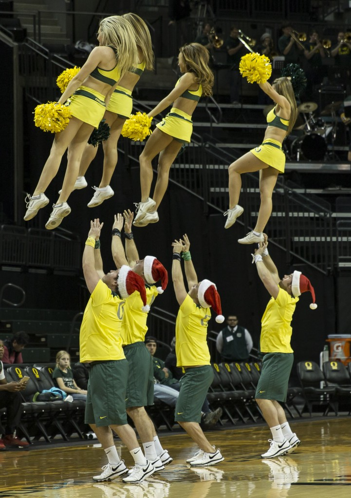 Oregon cheerleaders Photo - Dave Peaks
