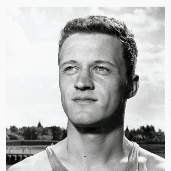 Coach Bill Dellinger  |  Photo University of Oregon