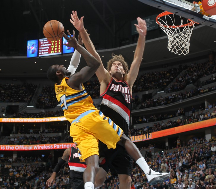 Robin Lopez Blocking - therichest.com