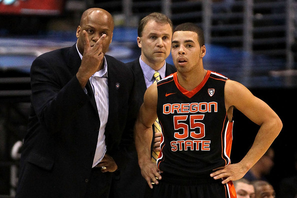 Oregon State coach Craig Robinson and Roberto Nelson(right)  Photo by Zimbio.com