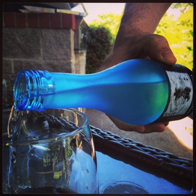 sake ypshi pouring
