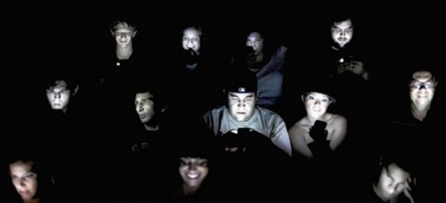 Texting in the theater - joblo.com