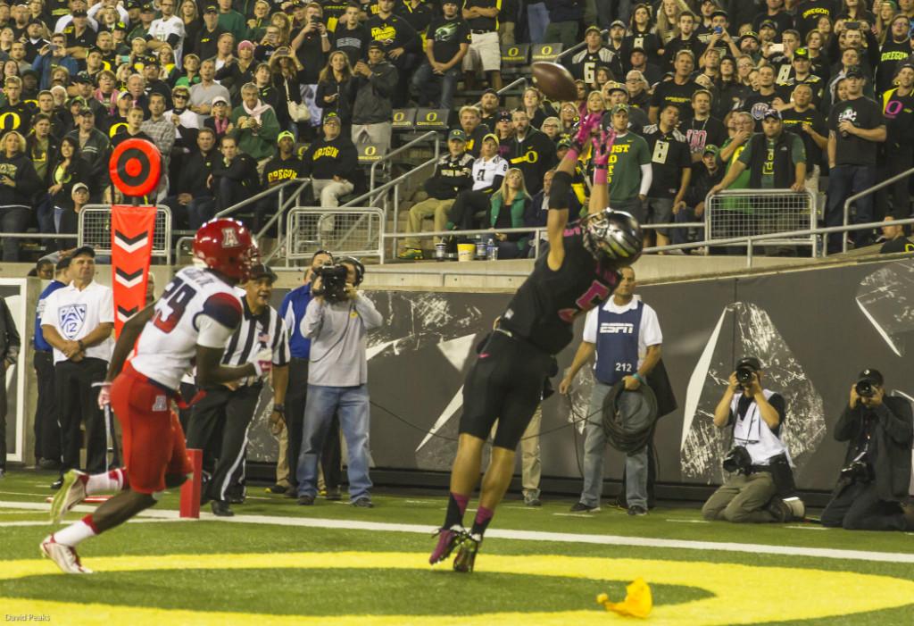 Touchdown by Devon Allen. Photo - Dave Peaks