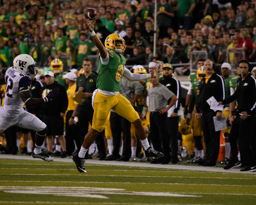 Marcus Mariota throws a 23-yard touchdown pass in the second quarter to take a 21-6 lead over Washington at Autzen Stadium Oct. 18, 2014.   Eugene Johnson/EDN