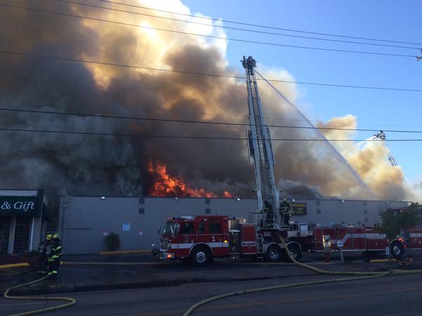 Southtown Bowling Center Fire | Photo by clr91(@) )talk